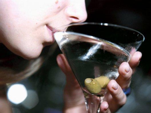 martini-drinks-09b952226f7bf7b5f51315c1e93df9f4c553b41b-s800-c85